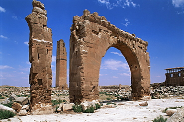 Tower and arch on the site of the Temple of Sin (God of the Moon), Harran, Anatolia, Turkey, Asia Minor, Eurasia
