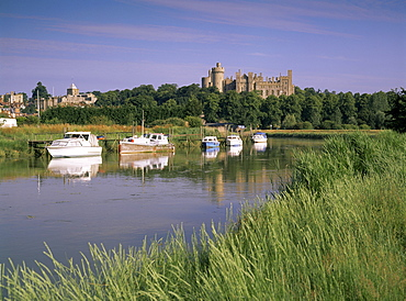 River Arun and castle, Arundel, West Sussex, England, United Kingdom, Europe