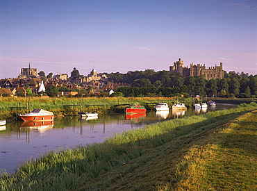 River Arun, town and castle, Arundel, West Sussex, England, United Kingdom, Europe