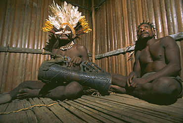 Asmat tribesmen, Irian Jaya (West Irian) (Irian Barat), New Guinea, Indonesia, Asia