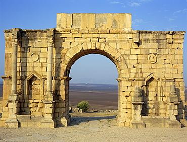 Triumphal Arch, Volubilis, UNESCO World Heritage Site, Morocco, North Africa, Africa