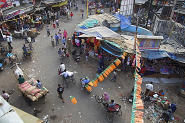 Local market and rickshaws seen from above, Pahar Ganj, Main Bazaar, New Delhi, Delhi, India, Asia