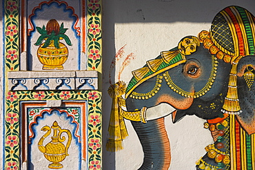 Typical house decorated with Mewar folk art of elephant, Jagdish Mandir area, old city, Udaipur, Rajasthan state, India, Asia