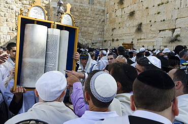 Traditional Cohen's Benediction at the Western Wall during the Passover Jewish festival, Jerusalem Old City, Israel, Middle East