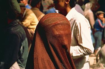 Veiled Muslim woman, Sunday Market, Kashi, China, Asia