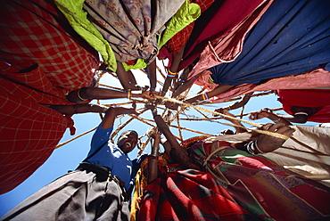 Samburu women setting up camp, Loodua, Kenya, East Africa, Africa