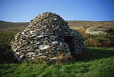 Ancient Roman beehive huts, Slea Head, Dingle Peninsula, County Kerry, Munster, Eire (Republic of Ireland), Europe