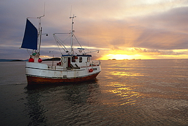 Sunbursts and calm for ideal fishing, Lofotesfjord, Arctic, Norway, Scandinavia, Europe