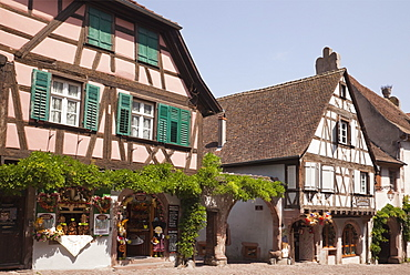 Shop selling local produce in old timbered building in picturesque medieval town on Alsatian wine route, Rue du General de Gaulle, Riquewihr, Alsace, Haut-Rhin, France, Europe