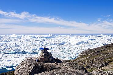 Blue trail Holms Bakke hike beside Ilulissat Icefjord with icebergs from Jakobshavn Glacier, UNESCO World Heritage Site, Greenland, Polar Regions