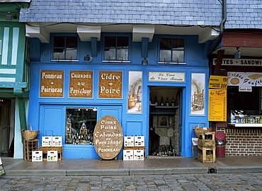 Calvados and cider shop by Vieux Bassin in Quai Ste. Catherine, Honfleur, Basse Normandie (Normandy), France, Europe