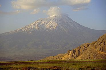 Agri Dagi, Mount Ararat, volcano is the highest mountain in Turkey at 5165m, Anatolia, Turkey, Asia Minor, Asia
