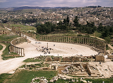 The Forum, the oval piazza, Jerash, Jordan, Middle East