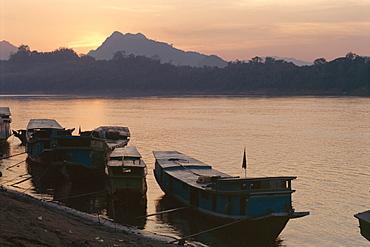 Boats on the Mekong River at sunset, Luang Prabang, Laos, Indochina, Southeast Asia, Asia