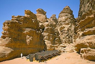 Bedouin tent and rocks of the desert, Wadi Rum, Jordan, Middle East