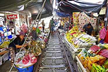 Market stalls along the Maeklong railway, Bangkok, Thailand, Southeast Asia, Asia