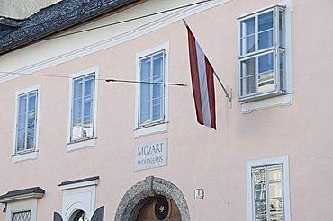 House where Mozart lived, now a museum, Salzburg, Austria, Europe
