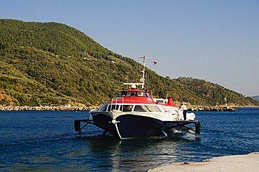 Hydrofoil ferry from Volos and Skiathos, Loutraki, Skopelos, Sporades Islands, Greek Islands, Greece, Europe