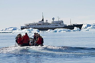 Zodiac ferrying visitors to and from boat at Brown Bluff, Antarctic Peninsula, Antarctica, Polar Regions