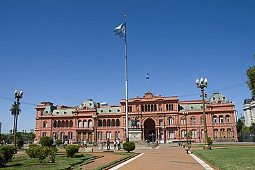 Casa Rosada (Presidential Palace) where Eva Peron (Evita) used to appear on the left hand balcony, and Juan Peron appeared on central balcony, Plaza de Mayo, Buenos Aires, Argentina, South America