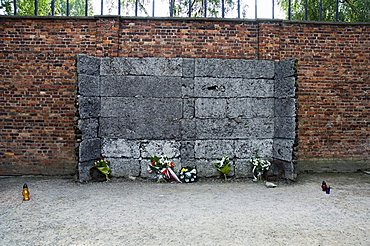 The wall between blocks 10 and 11 where thousands of prisoners were executed by firing squad, Auschwitz concentration camp, UNESCO World Heritage Site, Oswiecim, near Krakow (Cracow), Poland, Europe