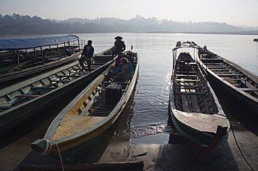 Boats at border crossing to Huay Xai in Laos, Chiang Kong, Thailand, Southeast Asia, Asia