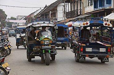 Street scene, Luang Prabang, Laos, Indochina, Southeast Asia, Asia