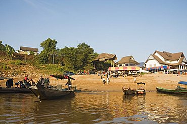 Thai borderpost for crossing the Mekong River for Huay Xai in Laos, at Chiang Khong, Thailand, Southeast Asia, Asia
