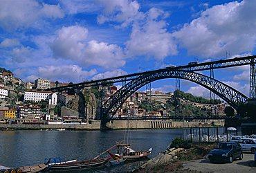 Dom Luis I Bridge over Douro River, Porto (Oporto), Douro Litoral, Portugal, Europe