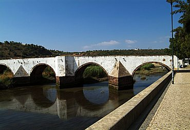 PORTUGAL, ALGARVE, SILVES. Ponta Romana, Roman Bridge, The foundations are Roman, the rest of the structure is Medieval