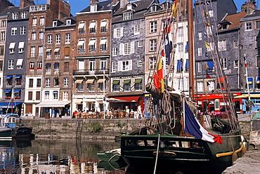 Quai Ste. Catherine (St. Catherine quay), Honfleur, Normandie (Normandy), France, Europe