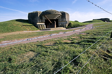 Battery casemate on D-Day coast, dating from Second World War, Longues sur Mer, Calvados, Normandy, France, Europe