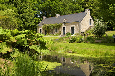 Ancient farm house and pond, granite walls and slate roof, Bubry village, near Hennebont, Morbihan, Brittany, France, Europe