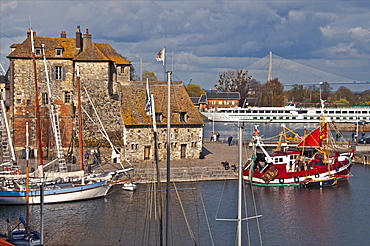 Tthe Vieux Bassin with the Lieutenance dating from the 17th century, and boats, Honfleur, Calvados, Normandy, France, Europe