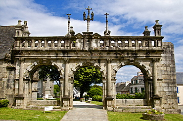 Triumphal Arch dating from 1588 ), Sizun parish enclosure, Finistere, Brittany, France, Europe