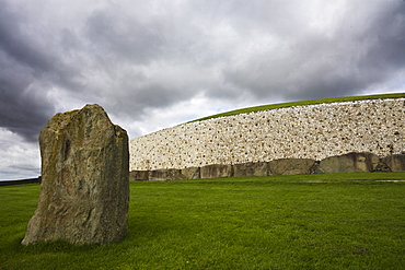 Ancient Burial Mound, Newgrange, UNESCO World Heritage Site, County Meath, Republic of Ireland (Eire), Europe