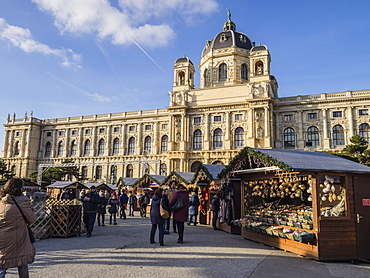 Christmas Market outside the Natural History Museum, Vienna, Austria, Europe
