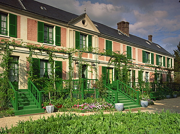 Exterior of Claude Monet's house, now a museum, Giverny, in Haute Normandie (Normandy), France, Europe