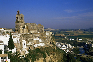 View of village, Arcos de la Frontera, Cadiz, Andalucia, Spain, Europe