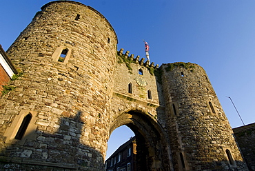 Landgate, part of the 14th century surrounding town walls, Rye, East Sussex, England, United Kingdom, Europe
