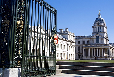 View of the Royal Naval College through the riverside gates, UNESCO World Heritage Site, Greenwich, London, SE10, England