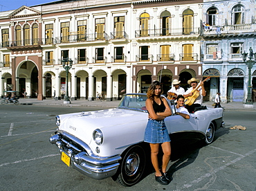 Young couple and musicians in old American car, Havana, Cuba, West Indies, Central America