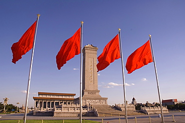 Mao Tse-Tung memorial and Monument To The Peopleï¾´s Heroes, Tiananmen Square, Beijing, China, Asia