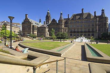 Peace gardens and Town Hall, Sheffield, Yorkshire, England, United Kingdom, Europe