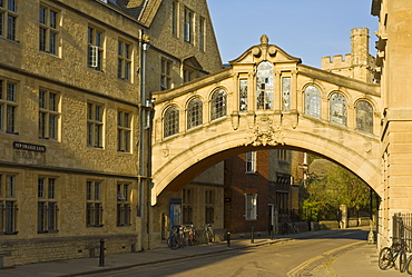 The Bridge of Sighs archway linking two buildings of Hertford College, New College Lane, Oxford, Oxfordshire, England, United Kingdom, Europe