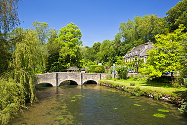 Bridge over River Coln, Bibury, Cotswolds, Gloucestershire, England, United Kingdom, Europe