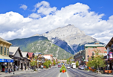 Banff town and Cascade Mountain, Banff National Park, UNESCO World Heritage Site, Alberta The Rockies, Canada, North America