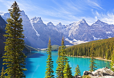 Moraine Lake in the Valley of the Ten Peaks, Banff National Park, UNESCO World Heritage Site, Alberta, Canadian Rockies, Canada, North America