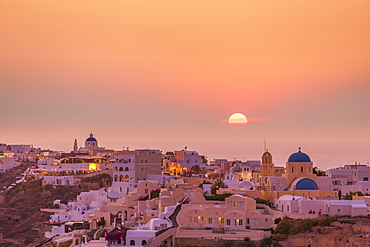 The village of Oia in the evening at sunset, Santorini (Thira) Cyclades Islands, Greek Islands, Greece, Europe