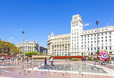 Placa de Catalunya, a large public square in the city centre of Barcelona, Catalonia (Catalunya), Spain, Europe